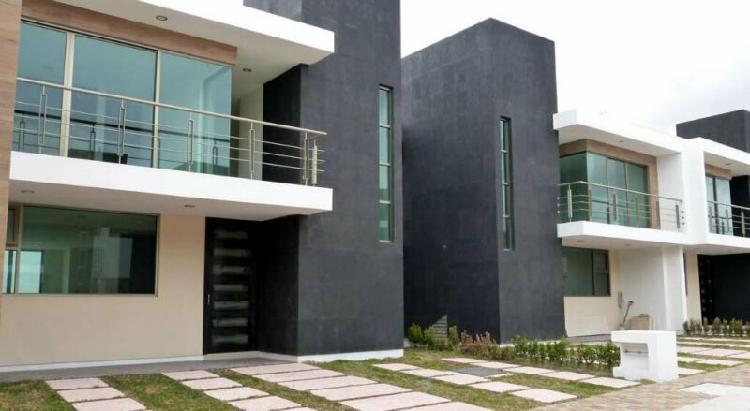 En privada de 9 casas con portón eléctrico, 3 recamaras