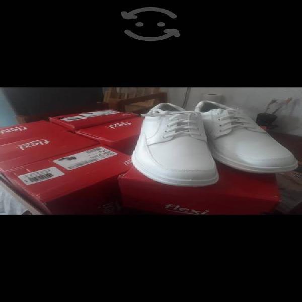 Lote de zapatos blancos flexi