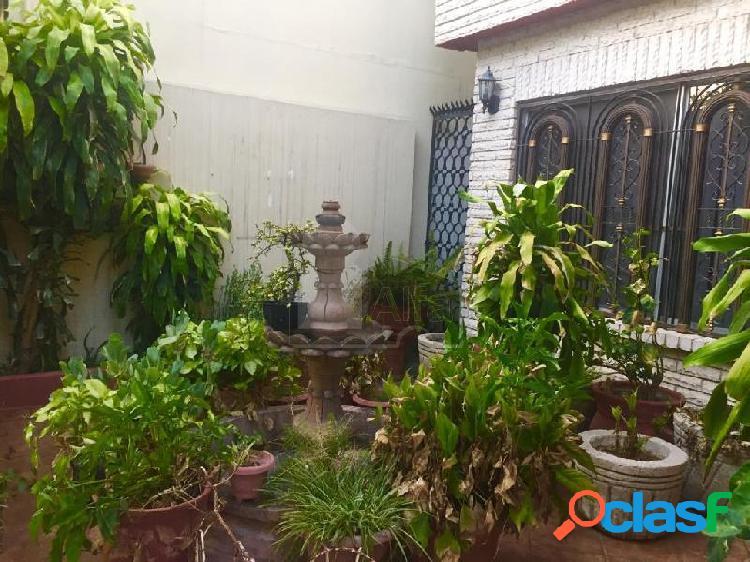 Casa en venta Col. Roma a unas cuadras del Tec de Monterrey, ideal para departamentos 1