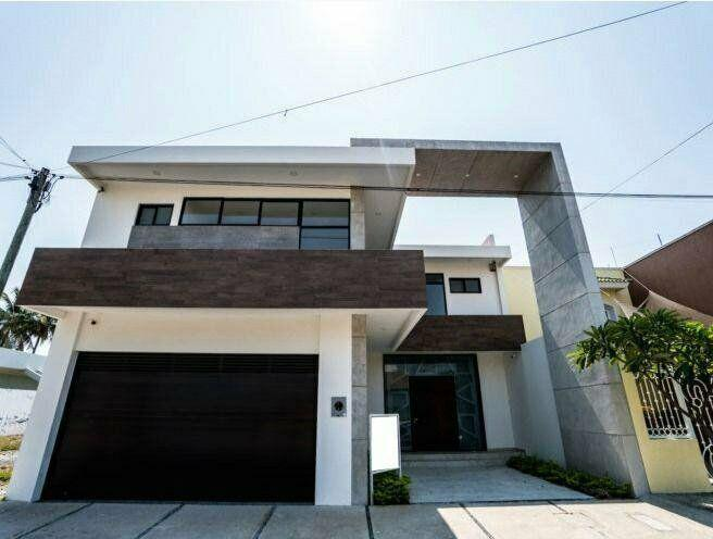 Se vende amplia casa en costa de oro /