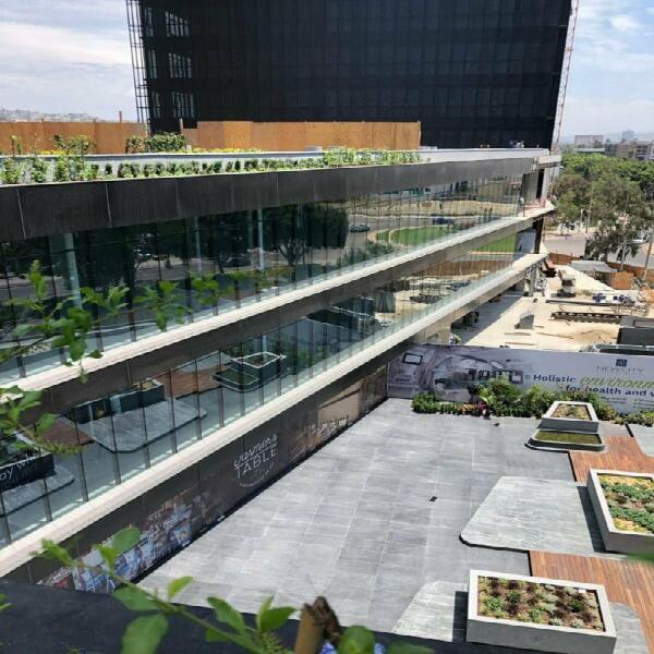 Locales comerciales en medical plaza a 500 mts garita de san