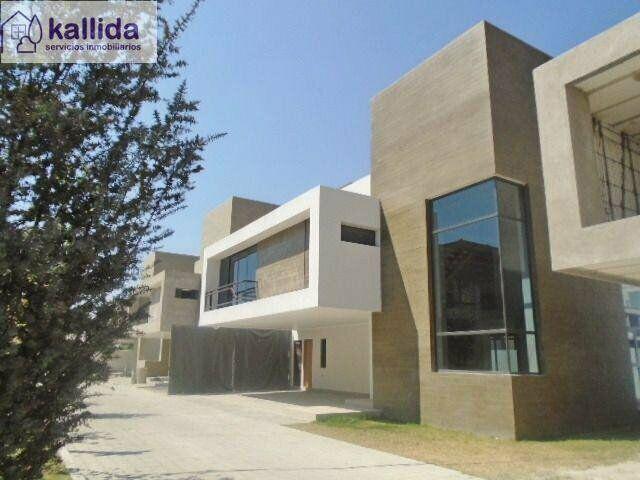 Kallida vende residencia nueva en casa del bosque, atrás de