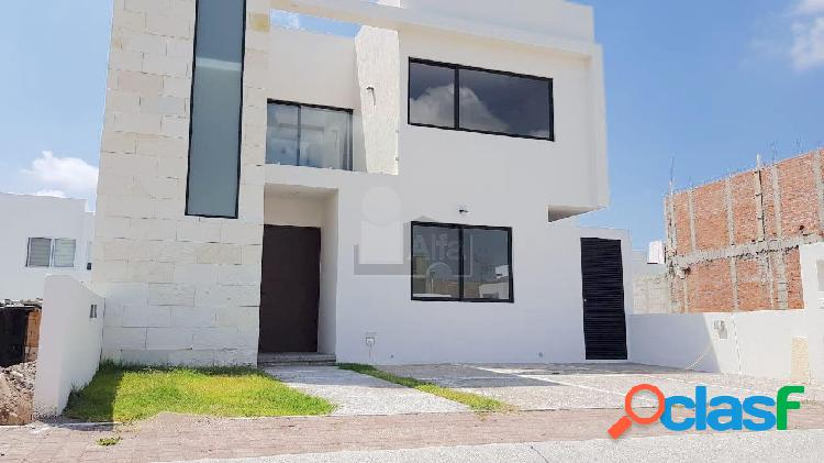 Casa nueva con opción a 4ta recámara y roof garden en venta en juriquilla