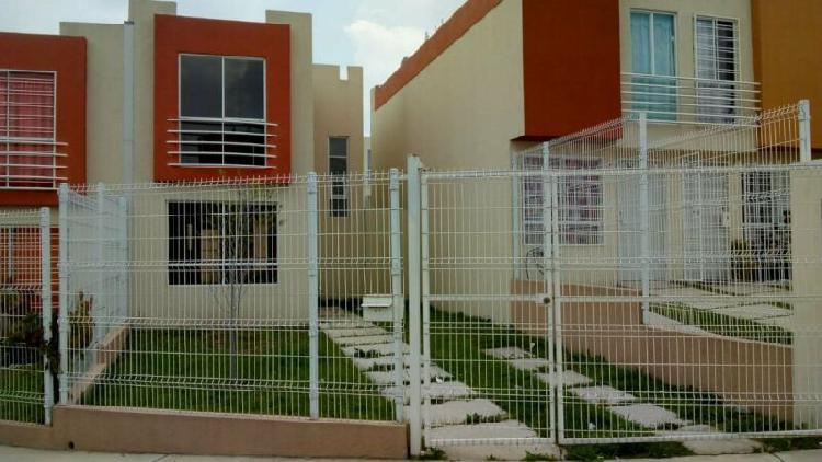Amplia y linda casa de 3 recamaras con 4.5 mts de frente en