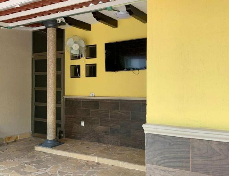 Casa en venta en fraccionamiento privado zona poniente