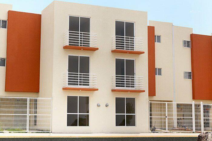 Amplia casa de 3 recamaras con local comercial sobre avenida
