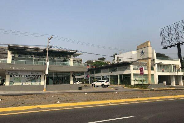 Local comercial con oficinas de lujo. plaza veleros. riviera