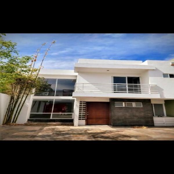Se vende casa al sur poniente de la ciudad zona universidad