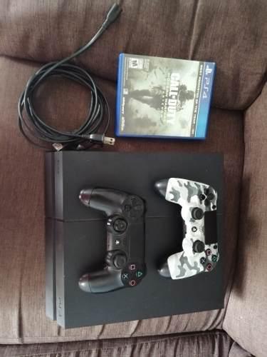 Consola ps4 con 2 controles y 1 videojuego