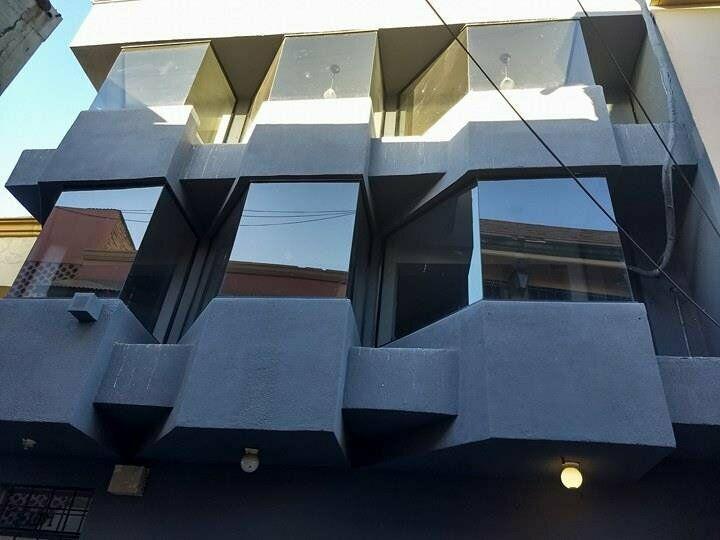 Rento.edificio de 3 pisos, en centro civico.