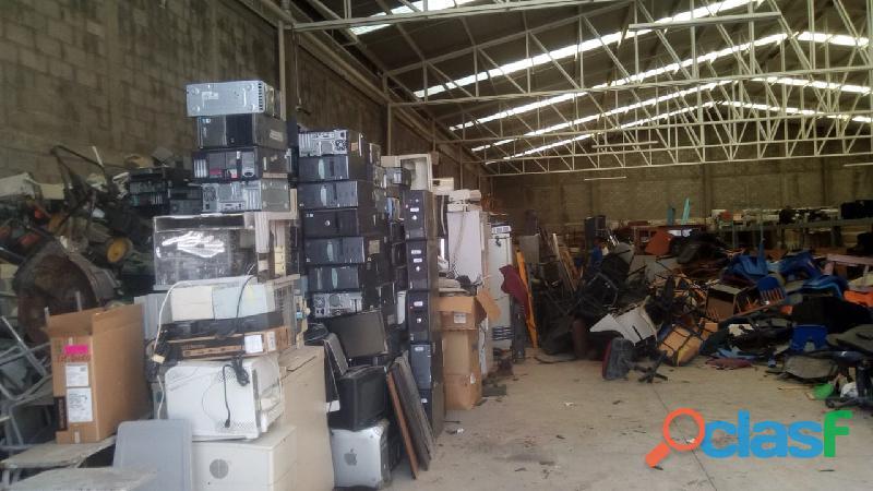 Reciclaje de equipo de cómputo y equipo médico
