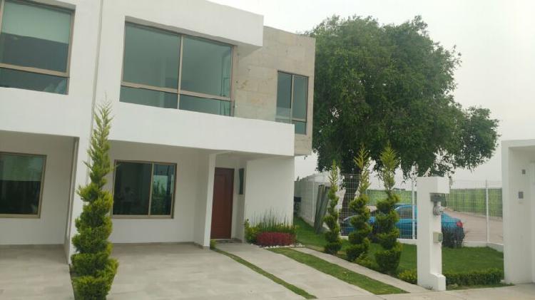Hermosa casa residencial con tres recamaras amplias con
