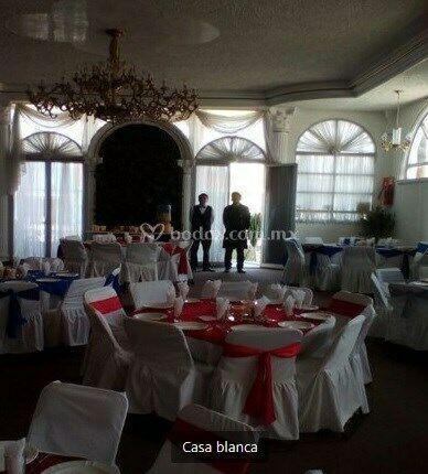 Alquiler de mesas, sillas y mobiliario para fiestas en