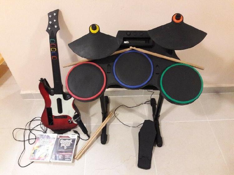 Bateria y guitarra para wii con accesorios y 2 juegos