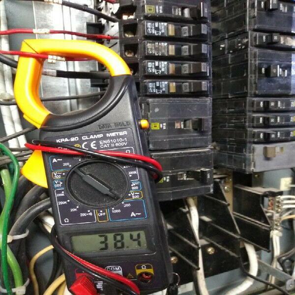 Electricista, ingeniero especializado en detección y