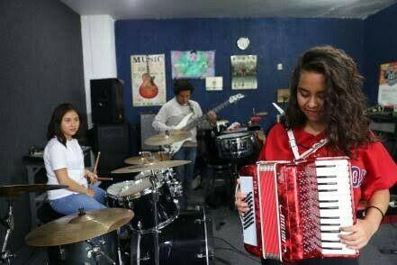 Clases acordeon, guitarra, bateria, piano, violin, bajo san