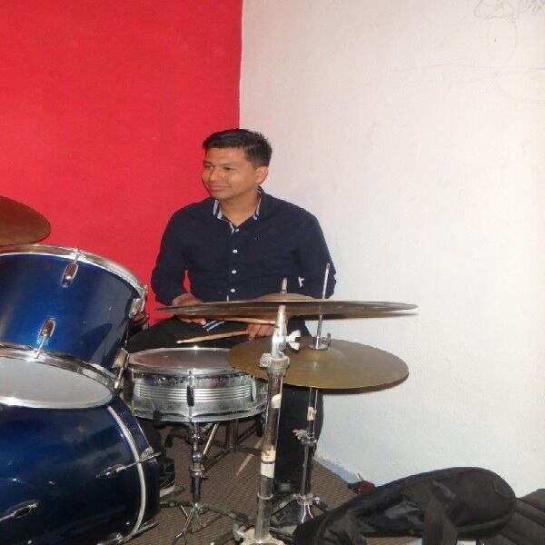 Clases de canto,piano,guitarra y batería a domicilio