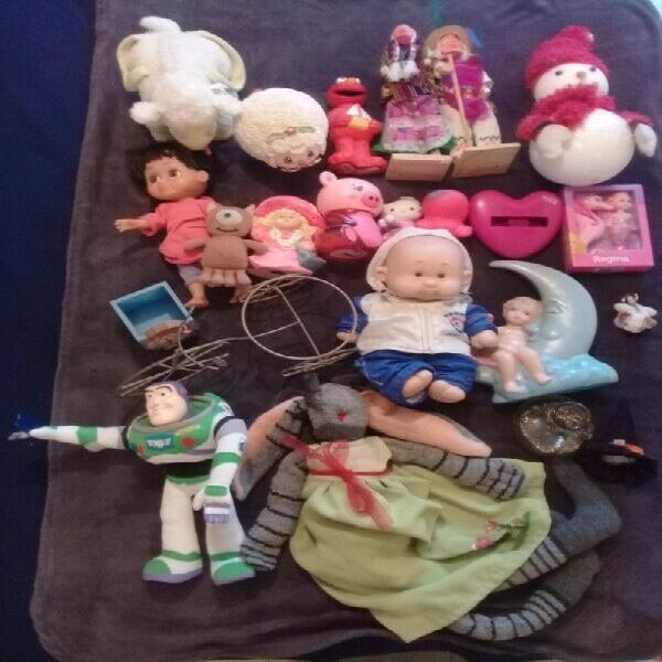 Lote de muñecos, 21 piezas