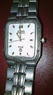 Reloj para hombre carátula plana citizen de titanio $2.200