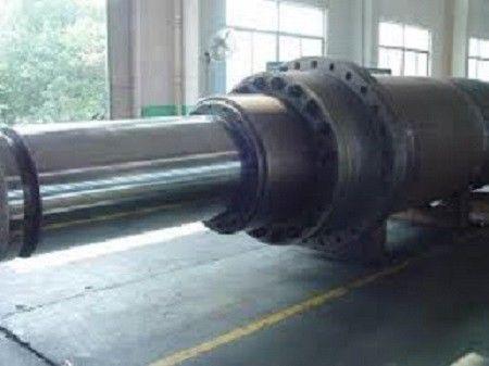 Reparación de cilindros hidráulicos de grandes dimensiones