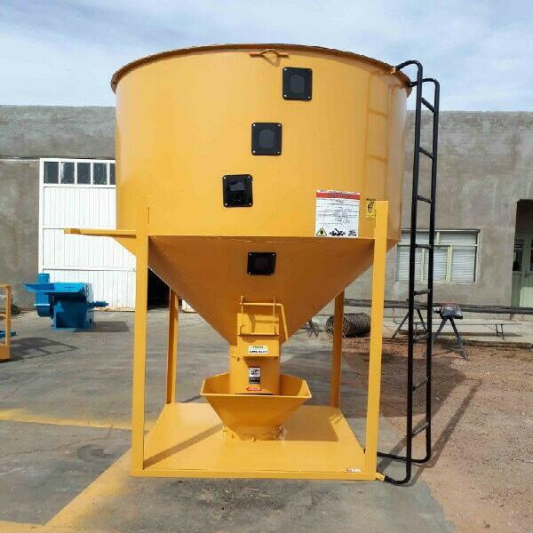 Mezclador vertical capacidad 2000 kgs (aprox)