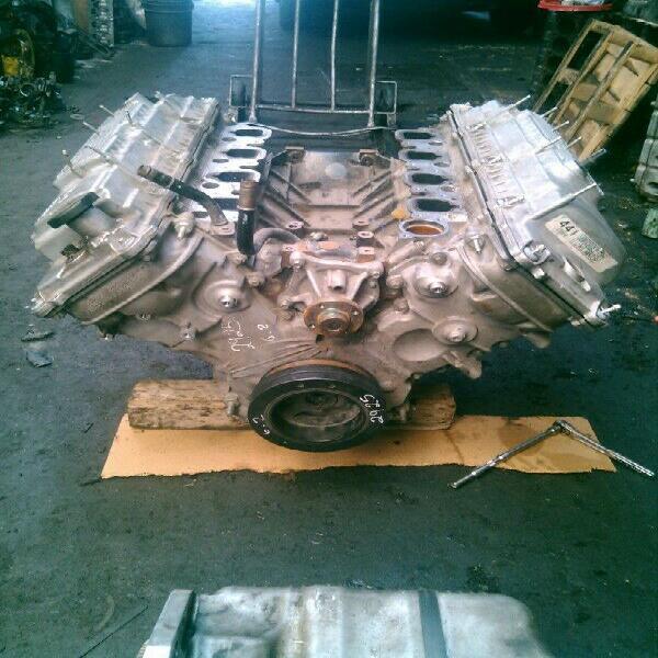 Motor ford 5.0 moderno, listo para instalación