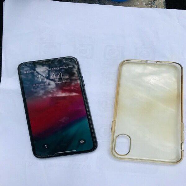 Se vende iphone x 256 gb $ 13000
