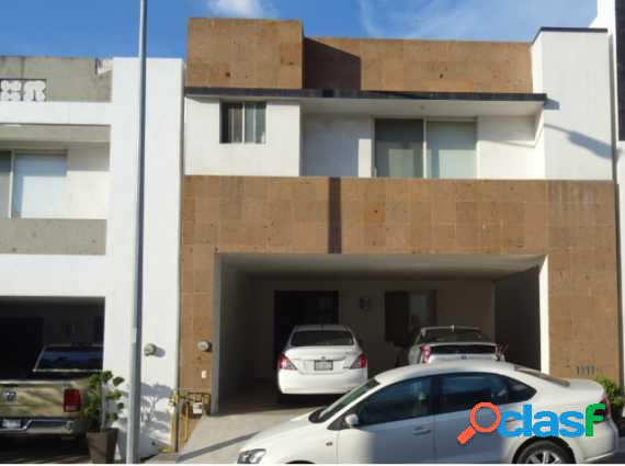 Casa en venta de 3 niveles en cumbres san agustín(negociable)