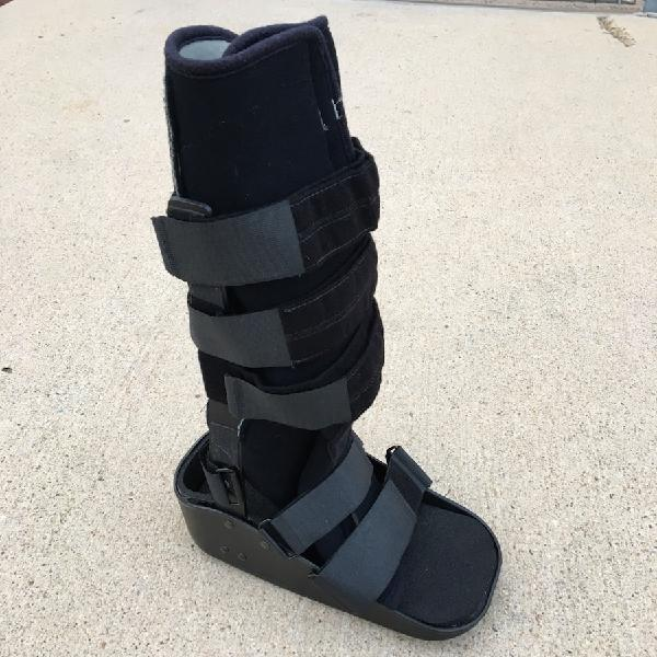 Maxtrax recovery therapy support boot