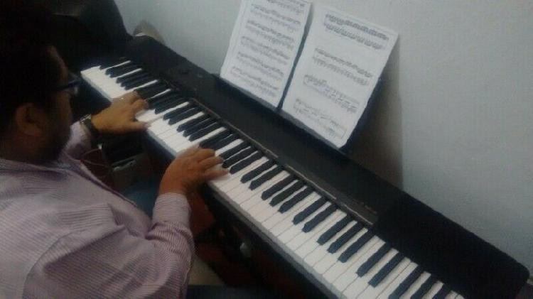Clase de guitarra, teclado, violín etc.