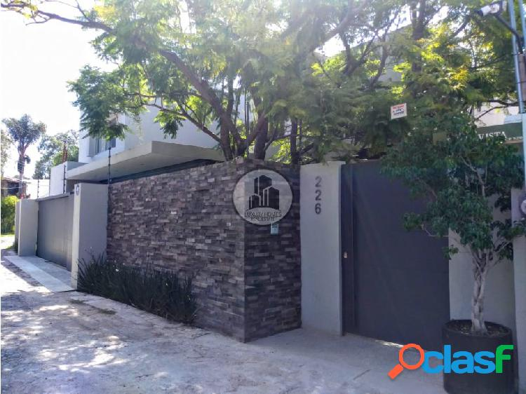 Lujosa residencia en venta juriquilla