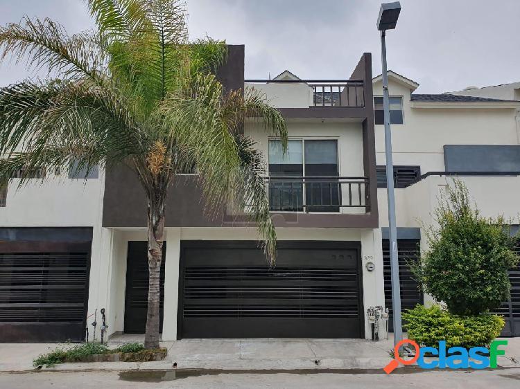Casa sola en venta en Puerta de Hierro, Monterrey, Nuevo León