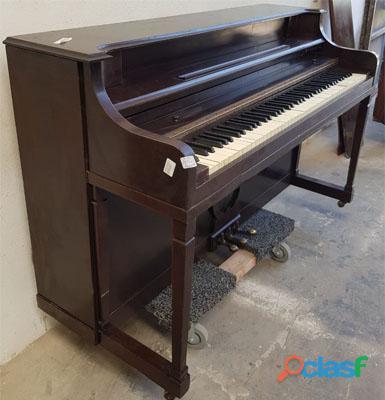 Piano marca VOUGH, tipo console de N.Y. 4