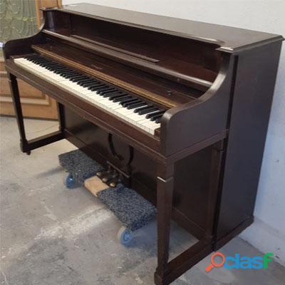 Piano marca VOUGH, tipo console de N.Y. 3