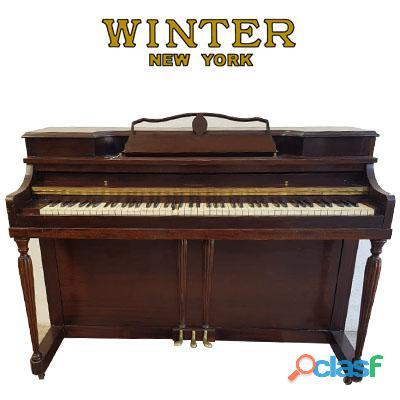 Winter console, piano de nogal, origen n.y.