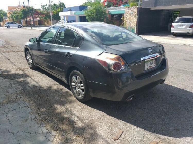 Nissan altima 2011 aut con clima piel quemacocos electrico
