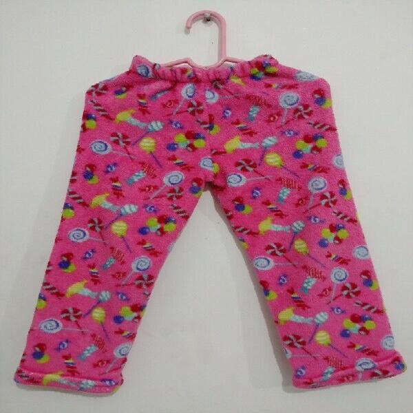Pijama (1 pieza); en tela polar, suave y calientita, talla: