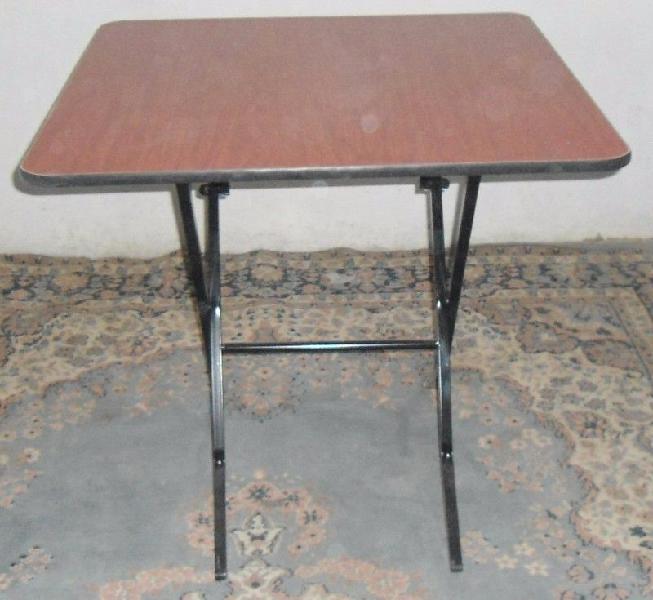 Remato!! mesa de patas plegadizas de 80 x 80 cms