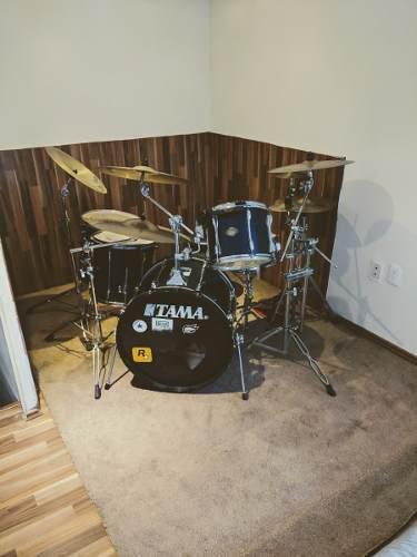 Tama rockstar - 4 toms, platillos zidjian, doble pedal dw