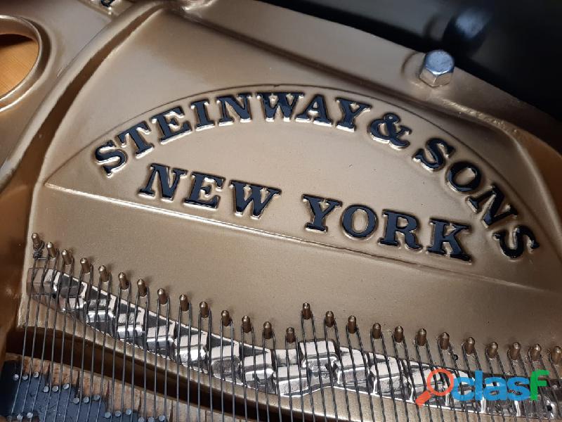 Hermoso piano marca STEINWAY & SONS Modelo M, origen N.Y. 9