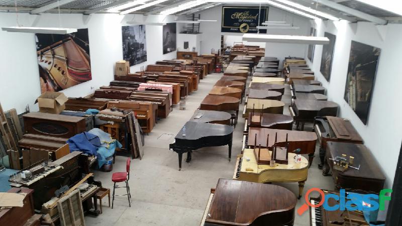 Hermoso piano marca STEINWAY & SONS Modelo M, origen N.Y. 1