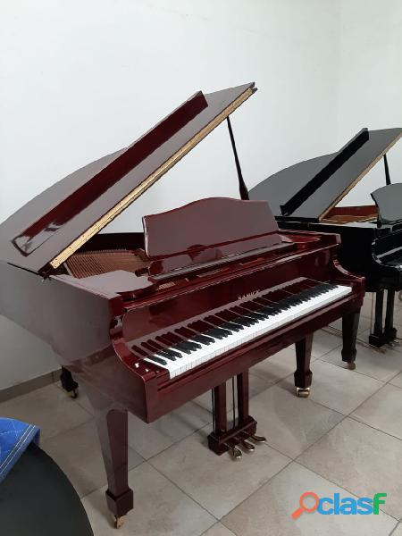 Piano 1/4 de cola marca samick color cherry.