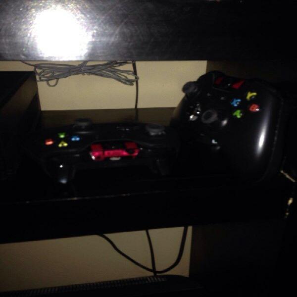 Xboxone 500gb con 2 controles, kinect y 4 juegos