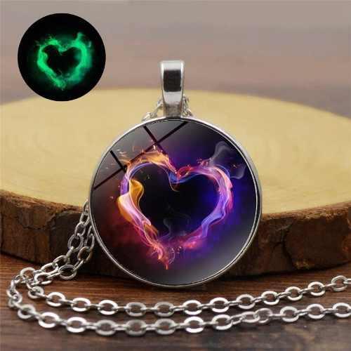 Collar corazón amor en oscuridad magia collares brillantes