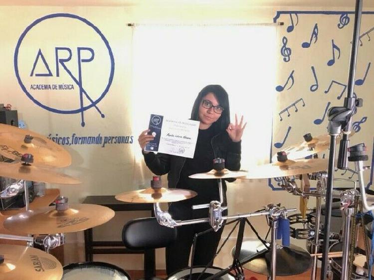 Academia de música arp. guitarra, bajo, ukulele, batería,