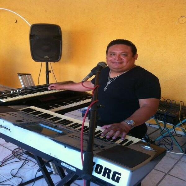 Dueto musical teclados y timbal 100% en vivo no secuencias.