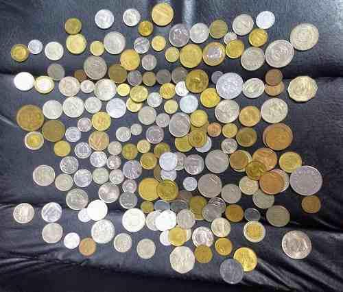 170 monedas extranjeras de colección, todas diferentes.