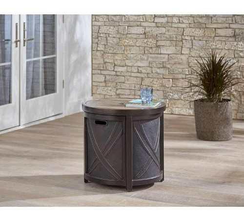 Mesa lateral exterior con azulejo y orificio para sombrilla