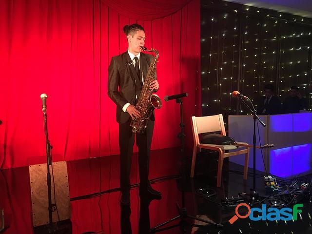Contratación saxofonista