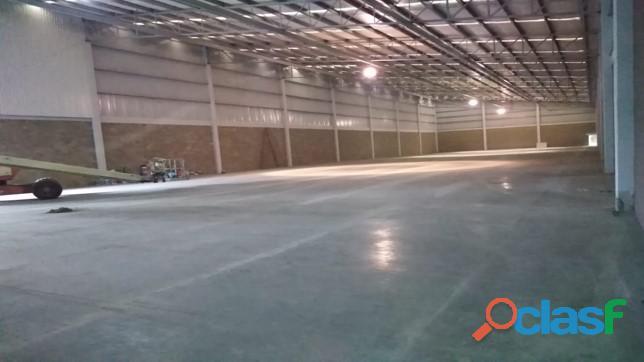 Renta de bodega industrial de 2500 m2 en lerma